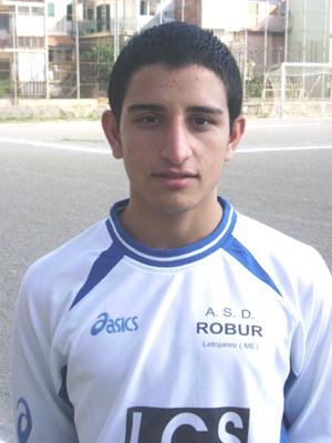 Il difensore della Robur - Carmelo Bucalo.